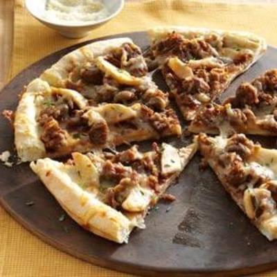 pizza de salchicha y melocotón