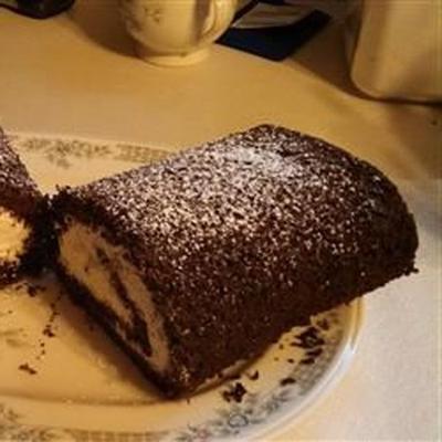 rollo de pastel de chocolate y plátano