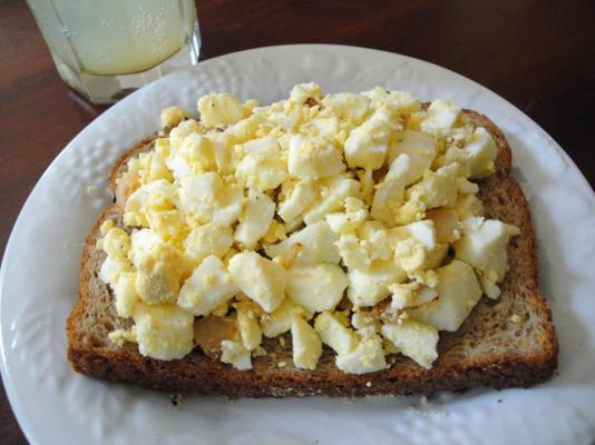 Huevos Rusos Picados Con Cebolla