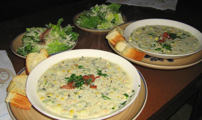 Nueva Inglaterra almeja y sopa de maíz con hierbas