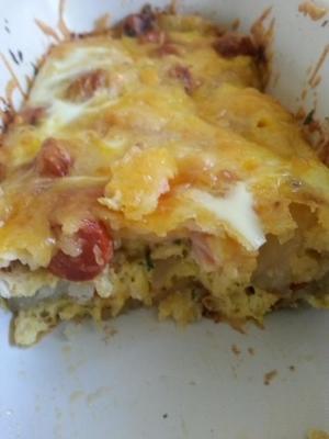 Fácil salchicha, papas, queso cazuela desayuno