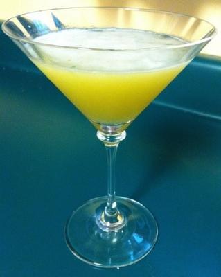 martini de albahaca y durazno
