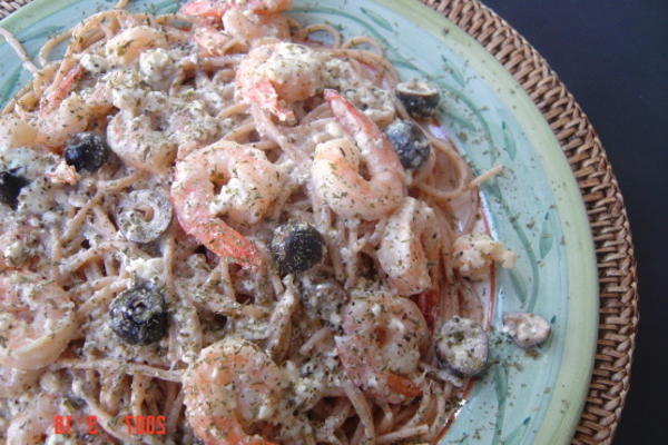 Camarones y pasta de linda salteados