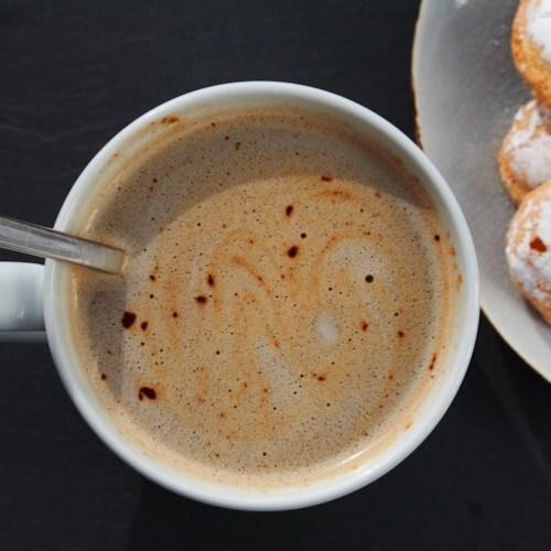 Leche de coco chocolate caliente