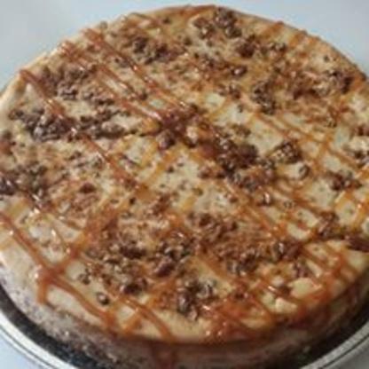 Pastel de queso con mantequilla de nuez y caramelo