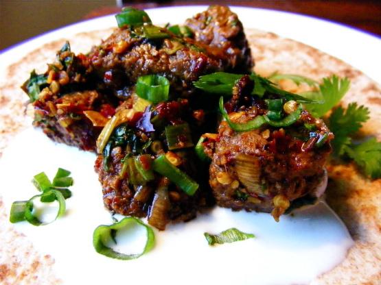 Salteado de carne picante salteado con cebolleta y cilantro