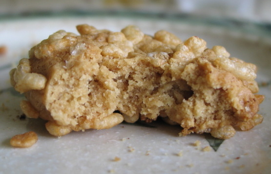 Galletas de maní crujientes (con recubrimiento de arroz krispies)