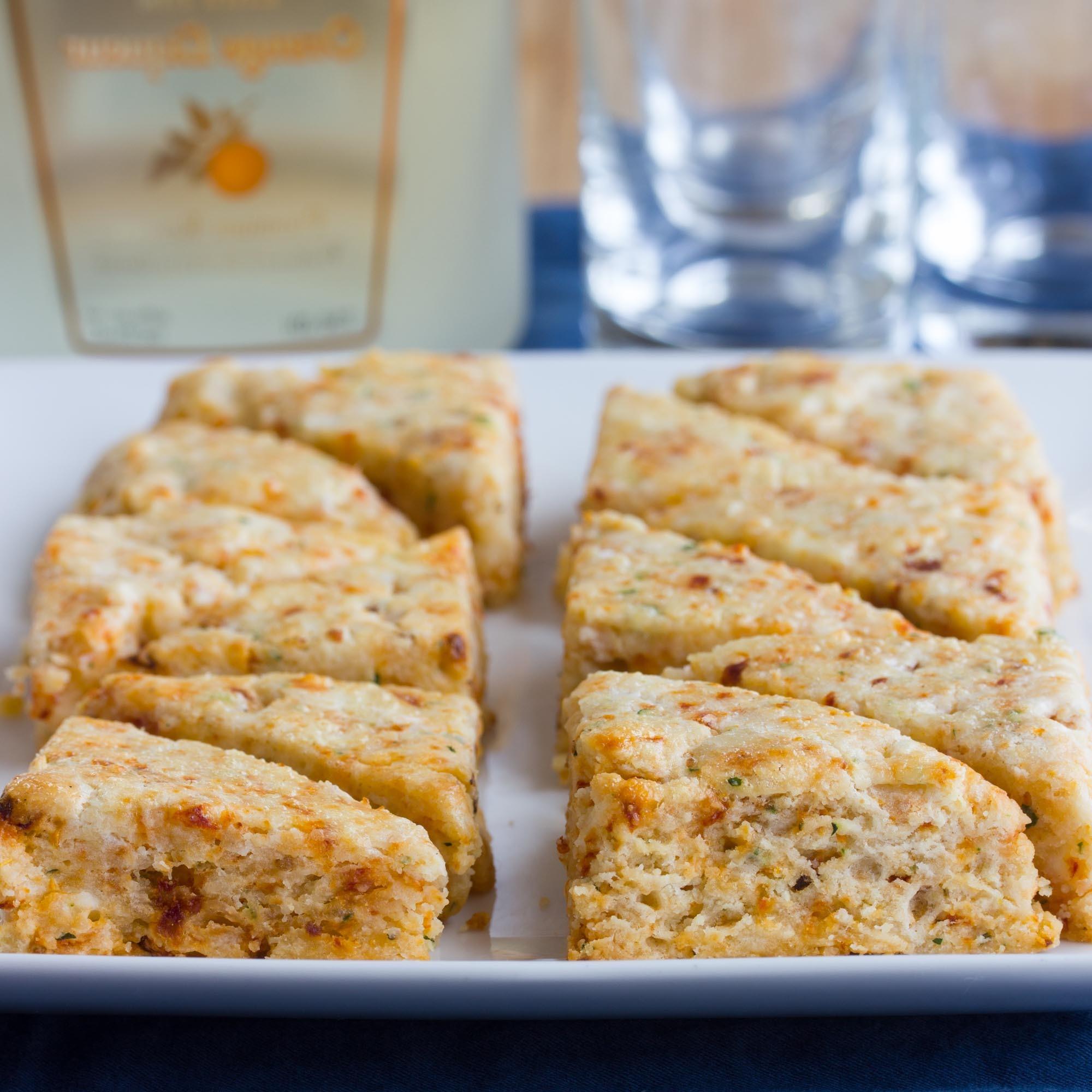 Scones salados con queso de cabra y tomates secados al sol